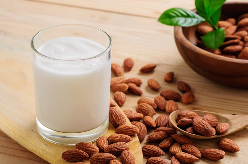 ¿Como preparar leche de almendras?