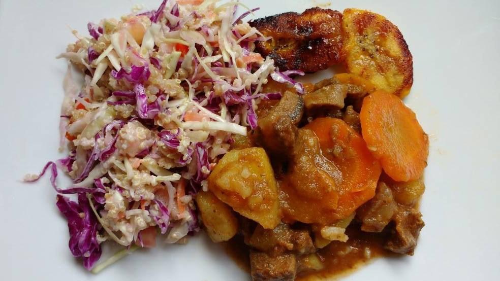 Pollo con Vegetales, Platano y Ensalada de Repollo